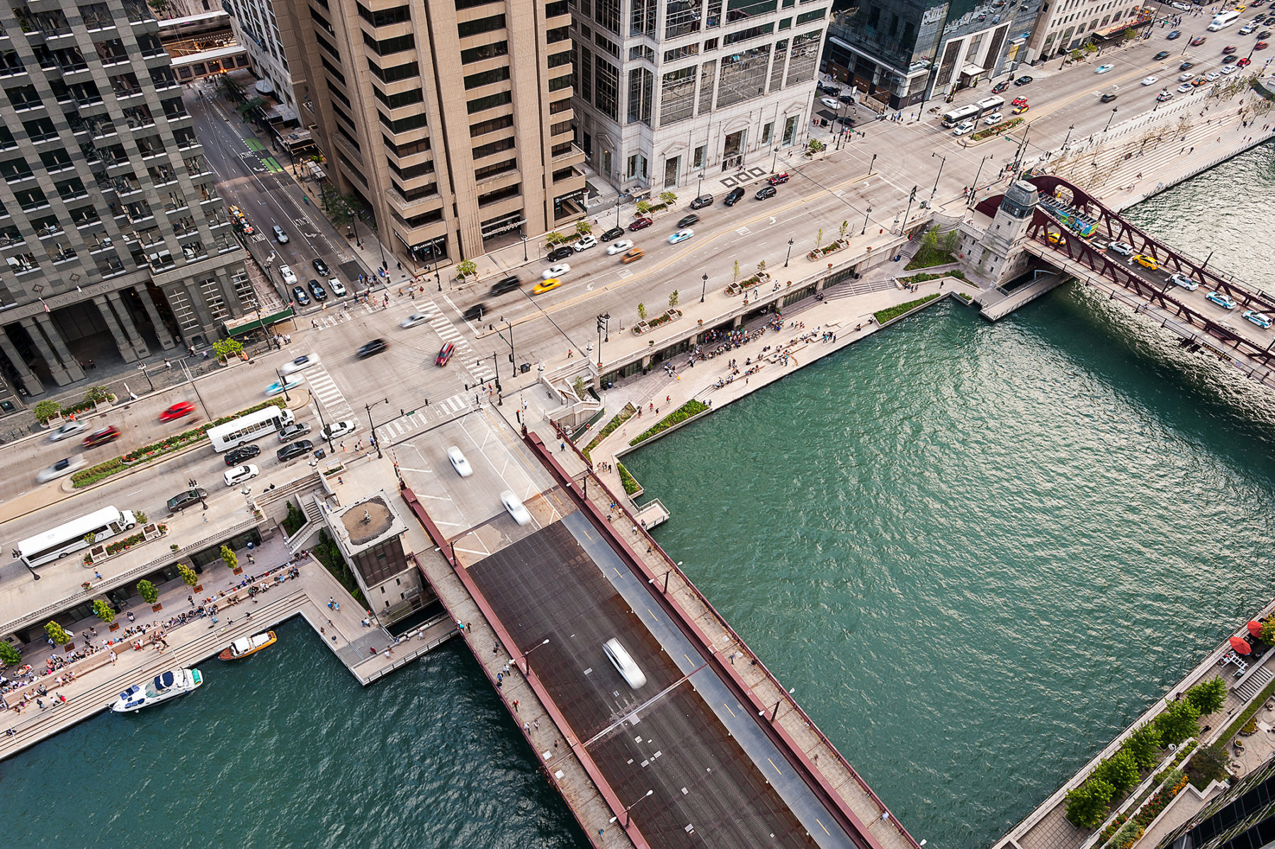 Image of chicago riverwalk from overhead